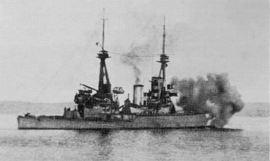 canakkale-savasi-gemileri-turk-mevzilerini-bombalayan-hms-inflexible