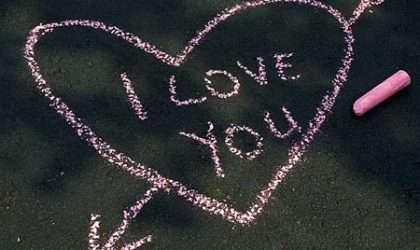 Sizi Sevdiğini Belli Eden Davranışlar ve Hareketler