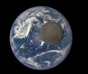 Ay'ın Öteki Yüzüne Ait Görüntüler (Video)