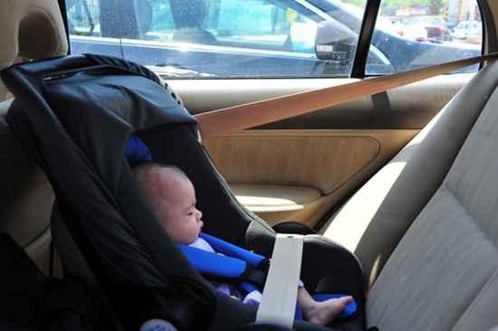 bebek arabada oturma düzeni